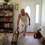 Nauka dokazala: Muškarci koji rade kućne poslove žive duže!