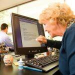 Stariji ljudi i moderne tehnologije nisu baš najsretniji spoj